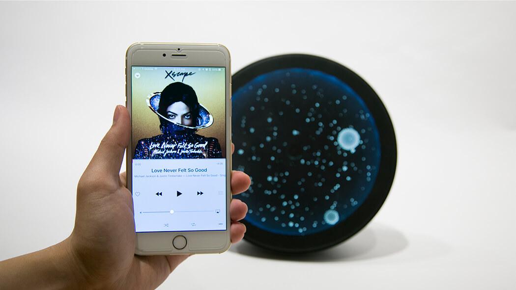 Une application mobile permet de diffuser votre musique à l'horloge